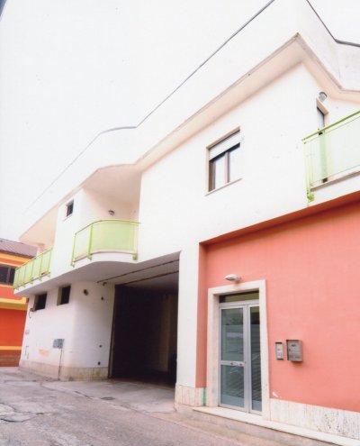 Intero immobile composto da produzione/deposito e appartemanti - 所有不動產由生產/倉庫和公寓組成